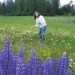 Krans - Mioara ramasse des fleurs